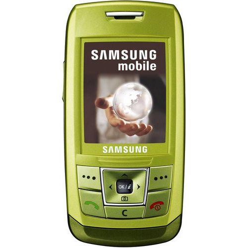 Samsung е250, как мы уже сказали, внешне имитирует облик культового слайдера d900 и, стоит признать